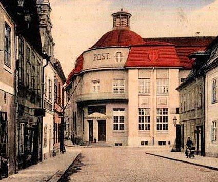 Budova poštovního úřadu, který tu vyrostl vroce 1914.