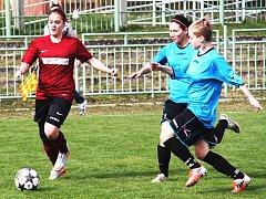 Lenka Medková (s míčem) jedná o přestupu do Souše.