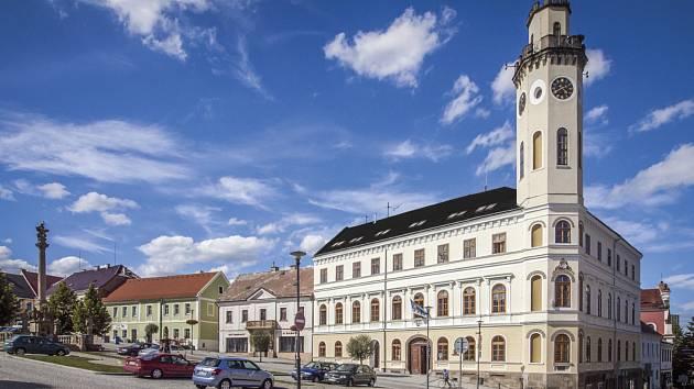 Radnice v Klášterci nad Ohří.