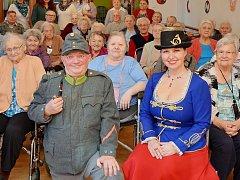 Legendární Josef Švejk navštívil seniory v kadaňském domově