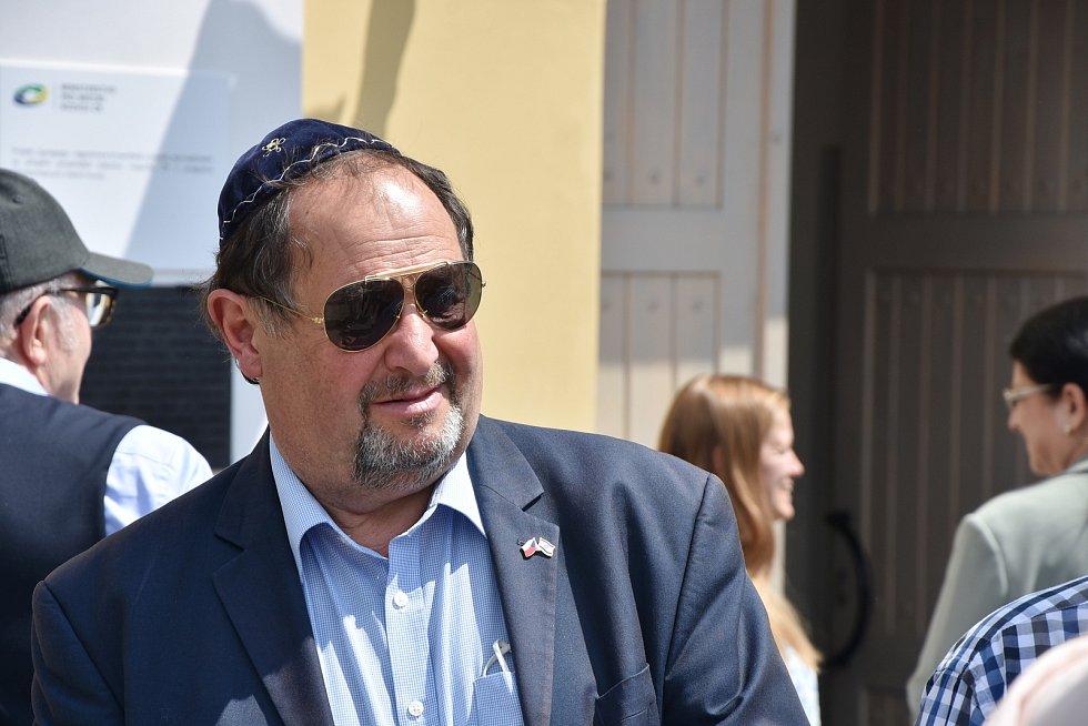V Jirkově slavnostně otevřeli zrekonstruovanou synagogu. Na snímku je předseda Židovské obce Teplice Michael Lichtenstein.