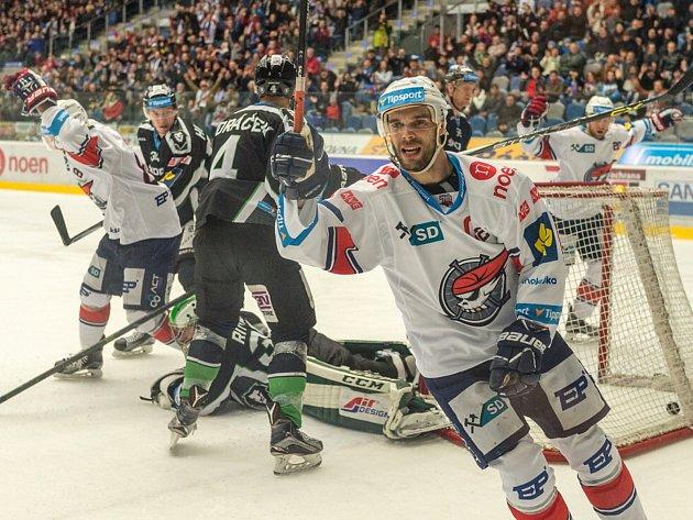 Michal Vondrka a radost ze vstřeleného gólu.
