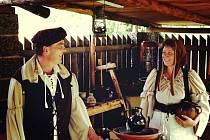 Manželé Kášovi se zhlédli v hrnčířství.