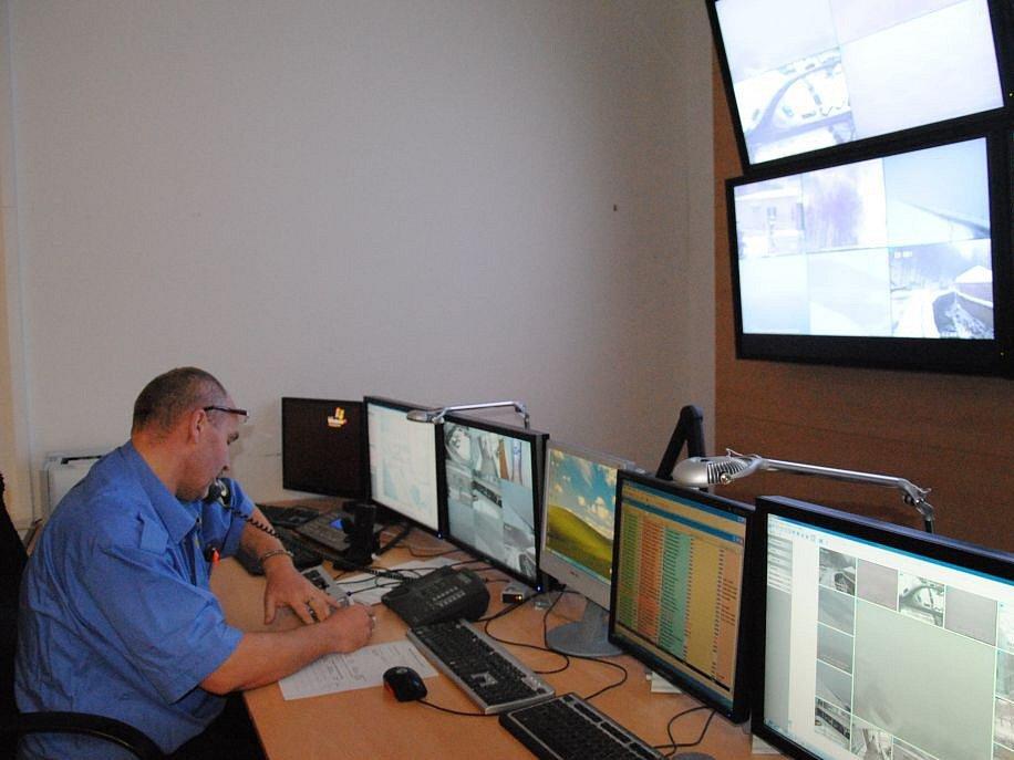 Kamerový dohledový systém v Jirkově funguje od roku 1997. V současné době je v provozu 35 kamer.