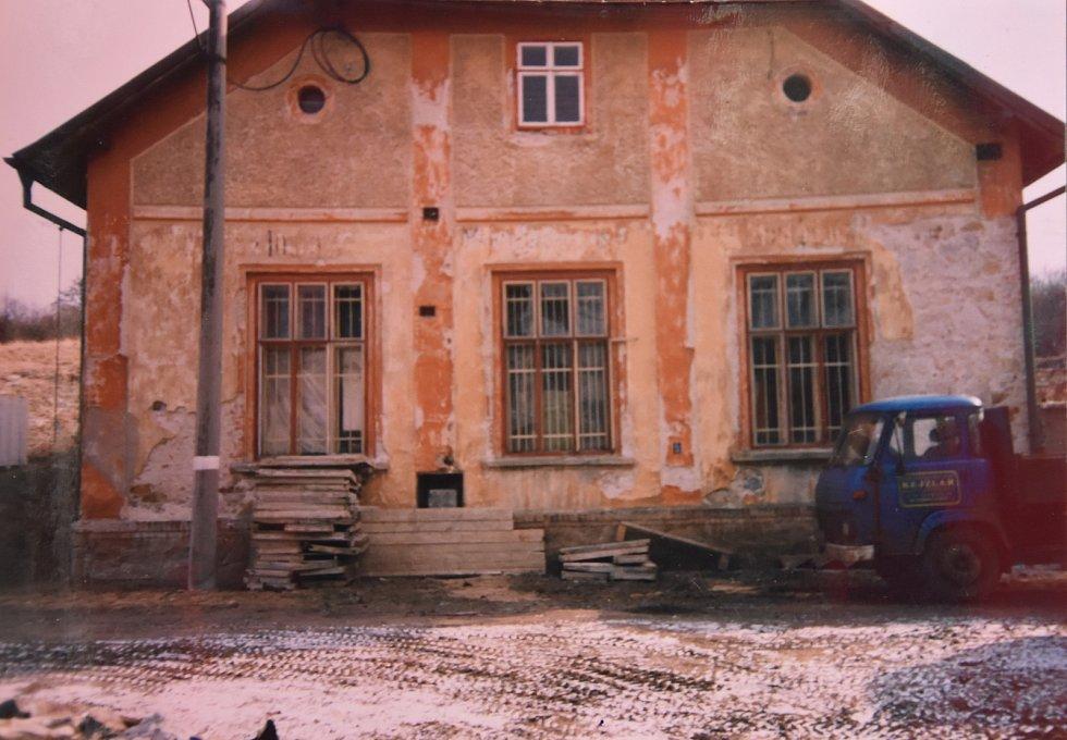 Takto vypadal dům na začátku devadesátých let.