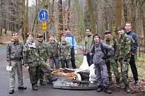 Loni našli skauti v chomutovském Bezručově údolí nápravu. Co to bude letos?