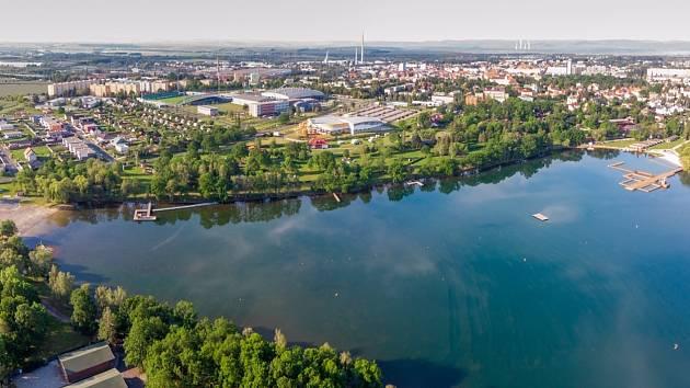 Kamencové jezero v Chomutově zahajuje sezonu.