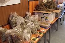 Množství zabavené marihuany by muži vydělalo skoro milion.