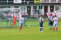 Perštejn (modří) dokázal Modlanům vstřelit pouze jeden gól.