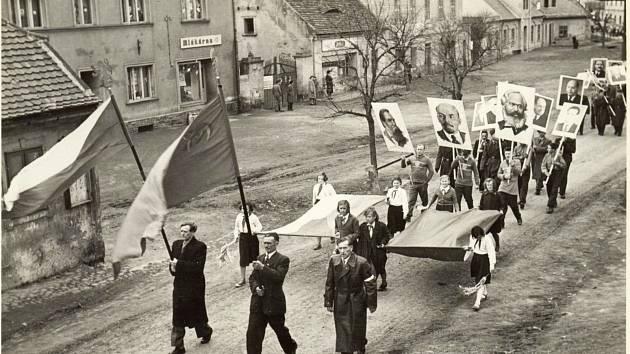 Májové oslavy v Březně.