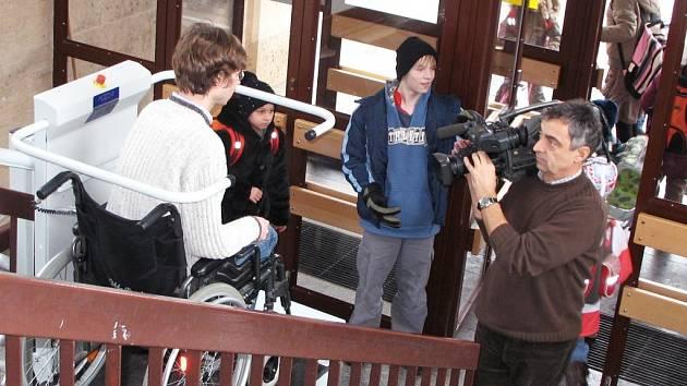 Snímky z natáčení v klášterecké škole.