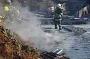 V Klášterecké Jeseni hořel jednopodlažní srub