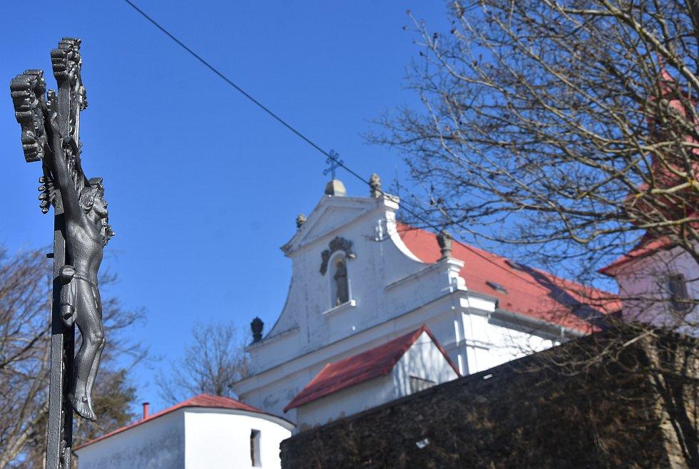 Kostel Navštívení Panny Marie v Květnově je od 18. století známým poutním místem.