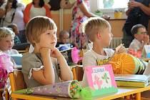 Poprvé. Prvňáci zažívali svůj první velký den ve škole. Na snímku Liliana Uchytilová v Základní škole Na Příkopech.