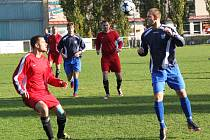 """AFK LoKo """"B"""" - 1. FC Spořice 1 : 2 (PK), domácí v modrém."""