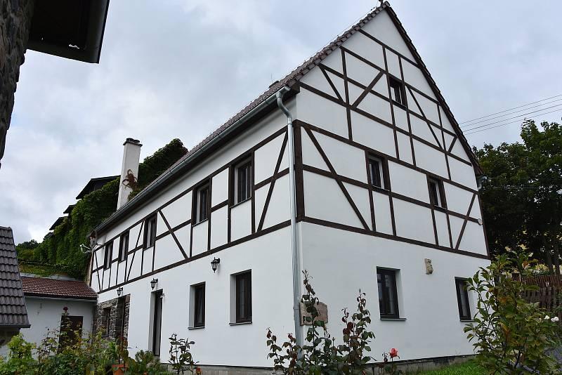 Hrázděný dům s hospodářskými budovami stál v Lestkově nejméně v polovině 19. století.