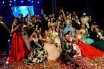 Maturanti na plese v Městském divadle v Chomutově, 2019.