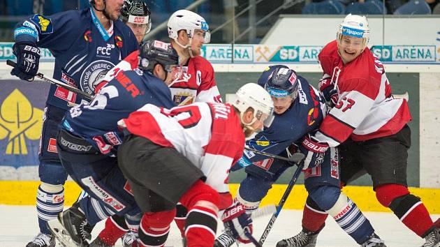 Výroční zápas hráli Piráti Chomutov proti Liberci.