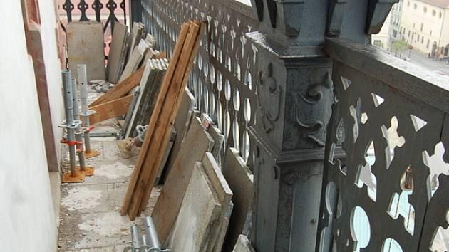 Rekonstrukce ochozu městské věže.