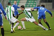 Fotbalisté Chomutova (u míče) sice bojovali, ale na vítězství to nestačilo