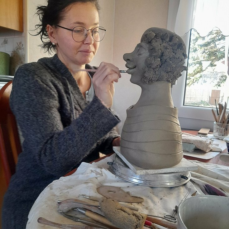 Pavlína Drexlerová při tvorbě.