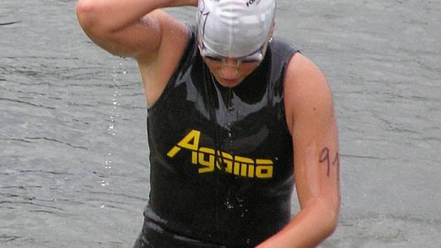 Vandra Hrbková po plavecké části závodu.