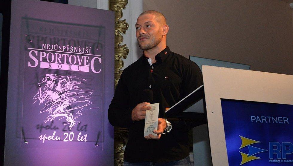 Zápasník Artur Omarov získal 4. místo v kategorii dospělých jednotlivců.