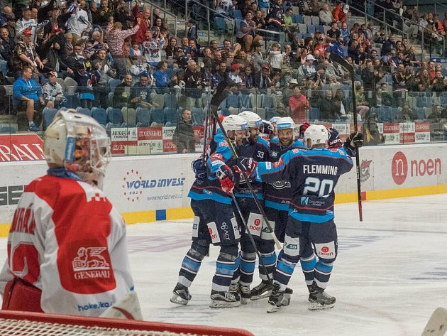 Chomutovští hokejisté zatím znají pouze radost z vítězství.