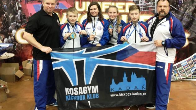Tým Kadaně – zleva: Jansa (trenér), Tomaško, Jansová, Masáková, Buňat, Černý (trenér).