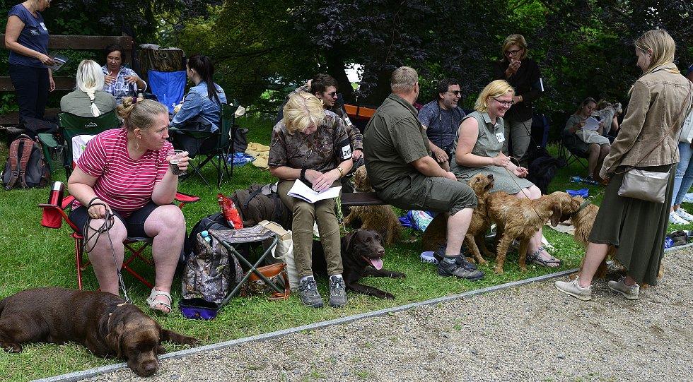 Soutěž loveckých psů na zámku Červený Hrádek.