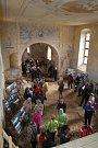 Žehnání zvonu pro kostel ve Volyni.