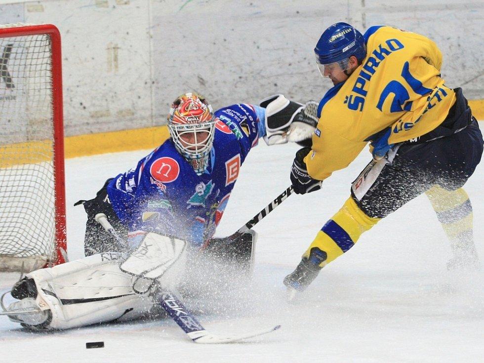 Chomutovští hokejisté nedali šanci ani ústeckým lvům.