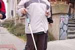Procházka nevidomých s městskou policií odhalila nedostatky.