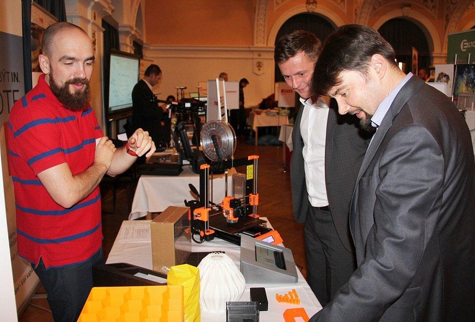 Mnozí obdivovali 3D tiskárnu Josefa Průši, která umí tisknout součástky pro další tiskárny. Veškeré práce tohoto známého vývojáře jsou volně dostupné pod projektem RepRap