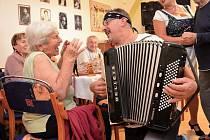Senioři oslavili Oktoberfest.