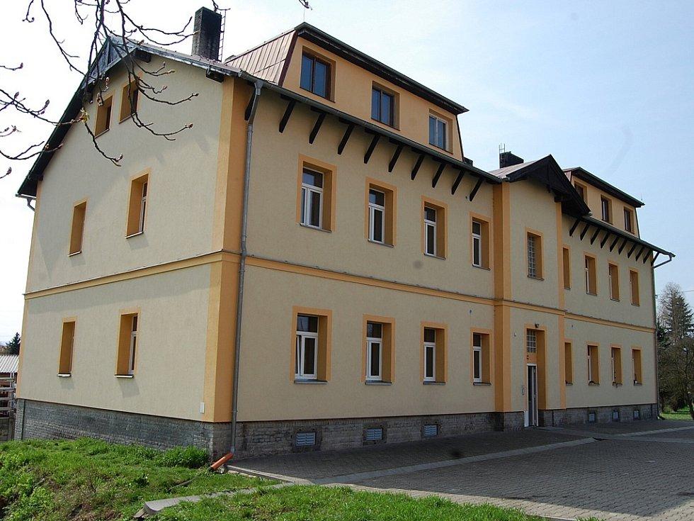 Dům číslo 169, kde nechalo město za evropské dotace zrekonstruovat deset bytů první kategorie.