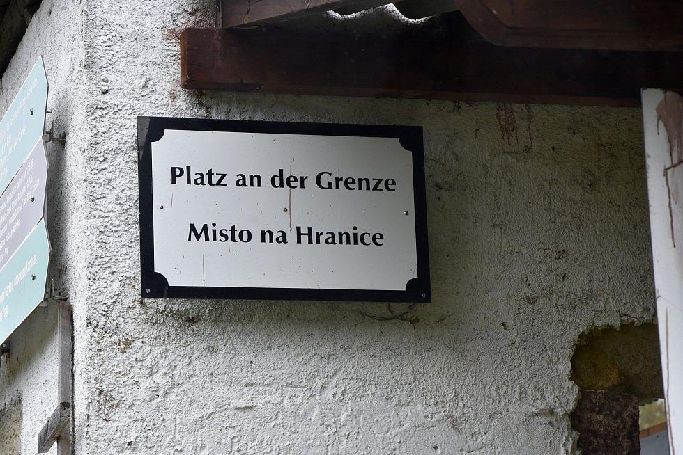 """""""Stará celnice"""". Pietně upravené torzo budovy v Načetíně, přímo na státní hranici se nachází na kdysi důležité obchodní cestě z Čech do Chemnitz. Protože byly spory o údržbu silnice, později se celnice zrušila."""