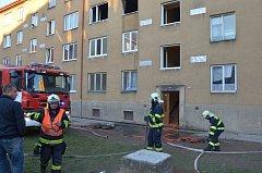 Další požár v jirkovském paneláku. Obyvatelé museli být evakuováni