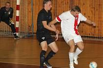 Atletico Chomutov (v bílém) - Rapid Ústí nad Labem 4:4.