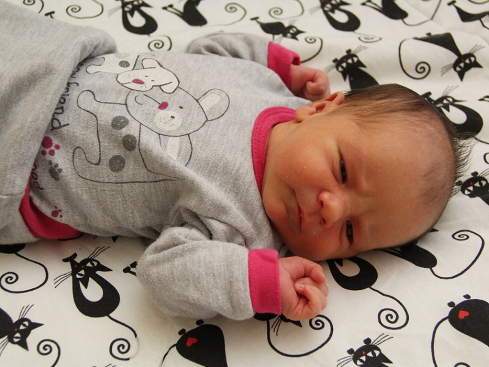 Ema Salabová se narodila mamince Jitce Stasinkové a tatínkovi Tomáši Salabovi z Hrušovan 26.10.2018 ve 2:12 hodin. Měřila 50 cm a vážila 3,25 kg.