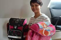 Anna Horčíková je příbuznou rodiny, která vyhořela. Pro ně i rodinu, která má byt promáčený zásahem, sváží dary od lidí.