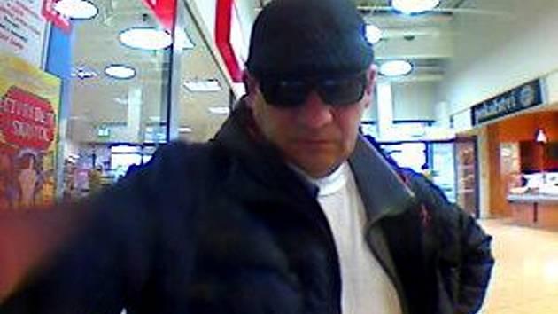 Fotografie muže, který ukradl kabelku