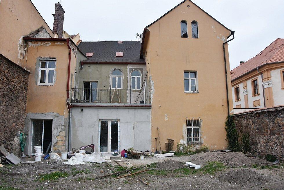 Dům ve svých základech skrývá pohnutou historii.