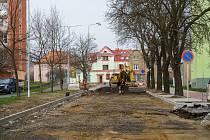 V chomutovské Bezručově ulici probíhají další práce na její rekonstrukci.