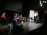 Tým studentů z kadaňského gymnázia si zahrál v Praze.