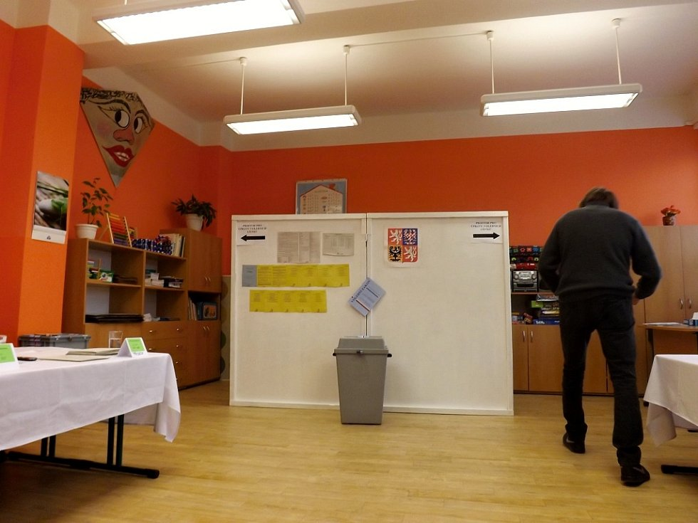 Začátek druhého volebního dne v Údlicích na Chomutovsku