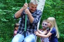 Křtu takyní samičky se v zooparku ujal zpěvák Martin Maxa. Zvolil jméno své dcery, tedy Ema. Skrývá v sobě podle zpěváka lásku, péči a starostlivost.