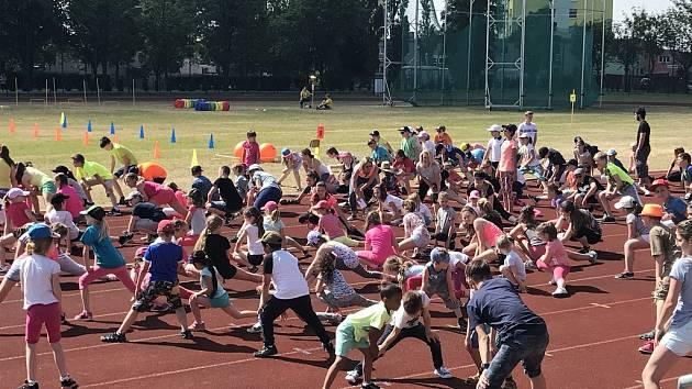Prvního června si na atletickém stadionu v Chomutově zasportovalo více než 400 dětí