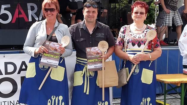 Maxijedlík Jaroslav Němec posílá recept na kynuté buchty plněné rebarborou.