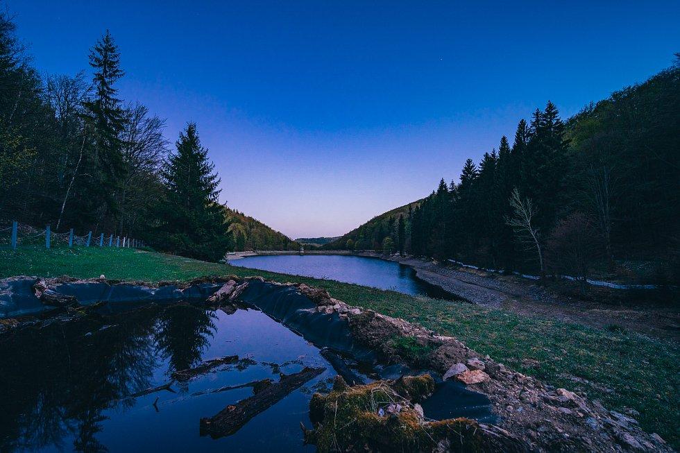 Vodní dílo Kamenička, které najdeme ve střední části Bezručovo údolí na Chomutovsko se připravuje na přípravné práce spojené s rekonstrukcí více jak 115let starého vodního díla. (27.4.2020)